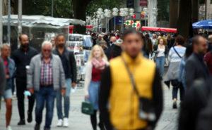 ミュンヘンの街を歩く人々