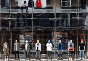 都内の衣料品店