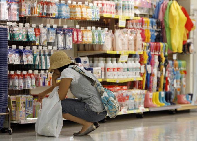 東京都内のショッピングセンターの店内