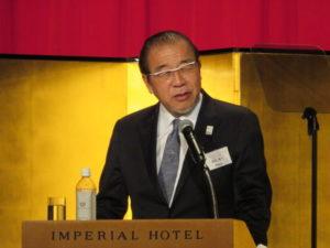 発足式で登壇する安田会長