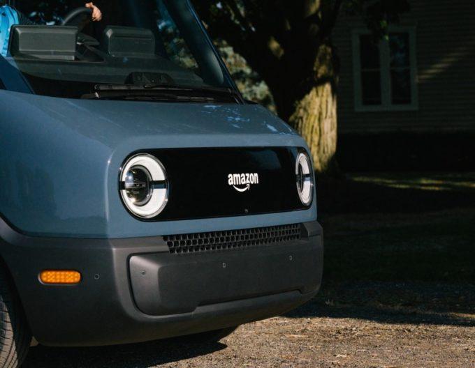 アマゾンが公開した特注EV配送車の実車