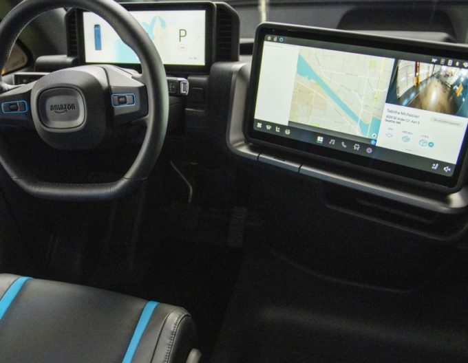 アマゾンが公開した特注EV配送車の実車の内装