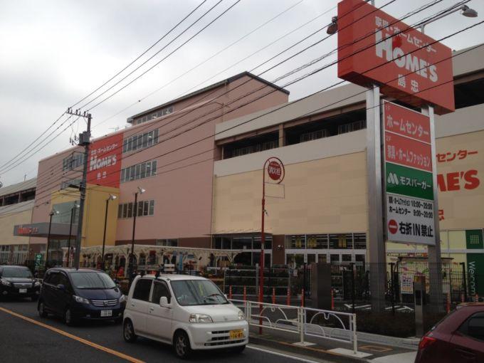 埼玉県地盤に人口の密集する都心部に多く店舗を展開する島忠を巡って、DCMホールディングスとニトリホールディングスによる異例の争奪戦が繰り広げられた