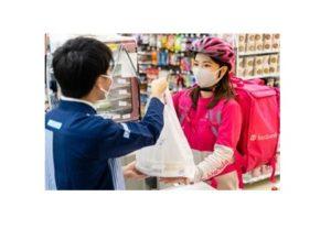 ローソンの店員と食品宅配サービス「フードパンダ」の配達員