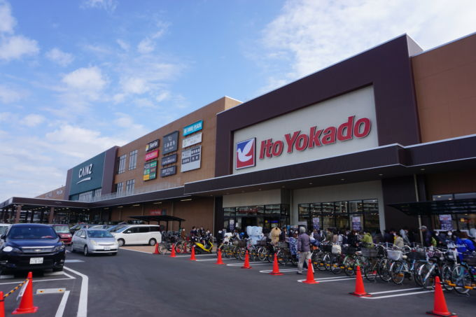 11月12日に開店した「イトーヨーカドー朝霞店」。同日グランドオープンしたカインズの商業施設「くみまちモールあさか」内に入る