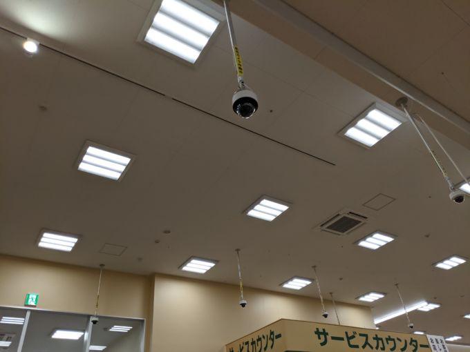 店内に50台のAIカメラが設置された