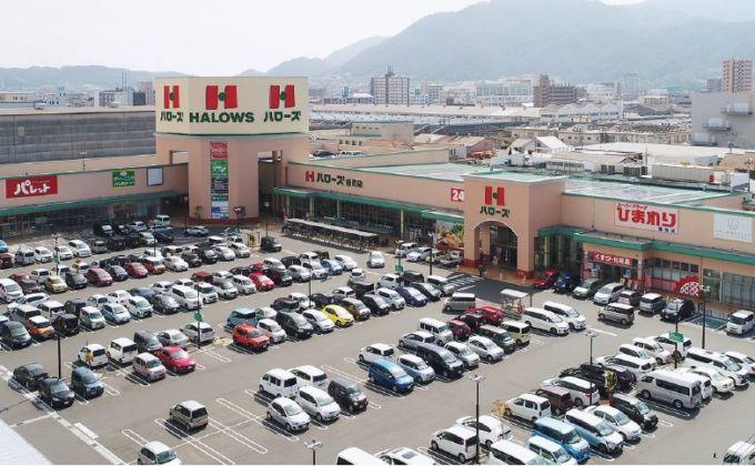 ハローズの標準モデルである近隣型ショッピングセンターの店舗
