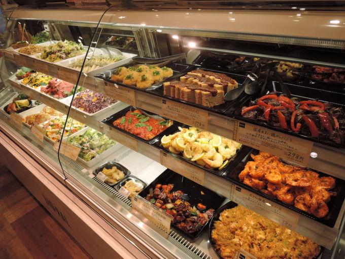 丸井吉祥寺店で初導入した対面販売方式の「サラダ&おかず」コーナー