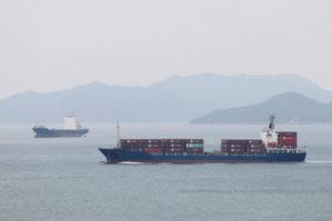 香港で撮影された貨物船