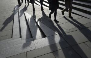 ロンドンの街を歩く人