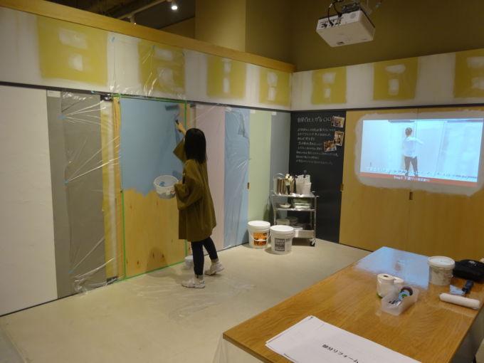 「DIYサポート」では、壁の塗装などを体験できる