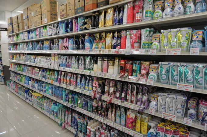 所沢店では非食品の売場を広く確保している