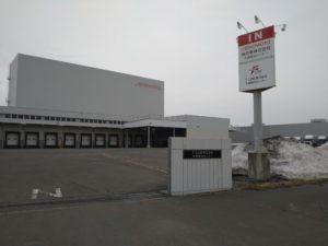 味の素など大手食品メーカー5社の共同物流会社「F-LINE」も北海道から始まった(北広島市内の F-LINE札幌物流センター)