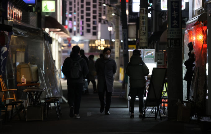 東京・新橋の繁華街
