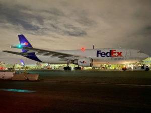 ロサンゼルスの空港で撮影されたフェデックスの貨物機
