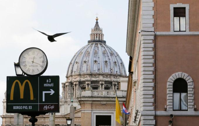 ローマのマクドナルドの看板