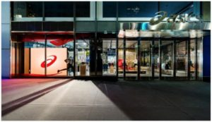 アシックスのニューヨーク旗艦店「ASICS 5th Avenue Flagship」の外観