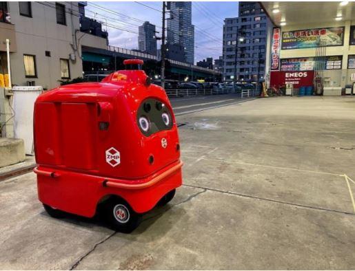 Dr.Drive月島SSに停車している自動宅配ロボット