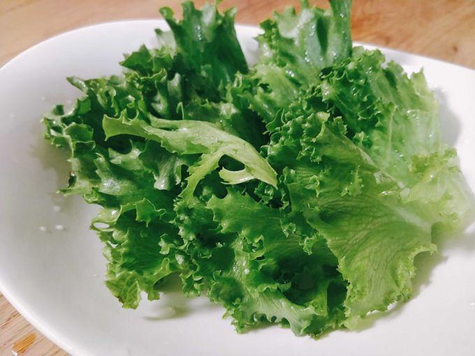 クリスタルレタスはパリパリとした心地よい食感と、素材の風味が明確に伝わってきた
