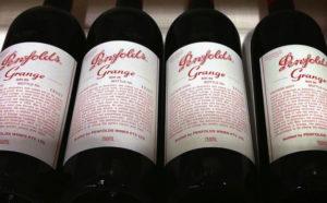 棚に並んだトレジャリー・ワインの商品