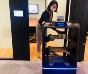 三菱地所「大手町パークビル」オフィス内で実証実験を始める「配膳ロボ」