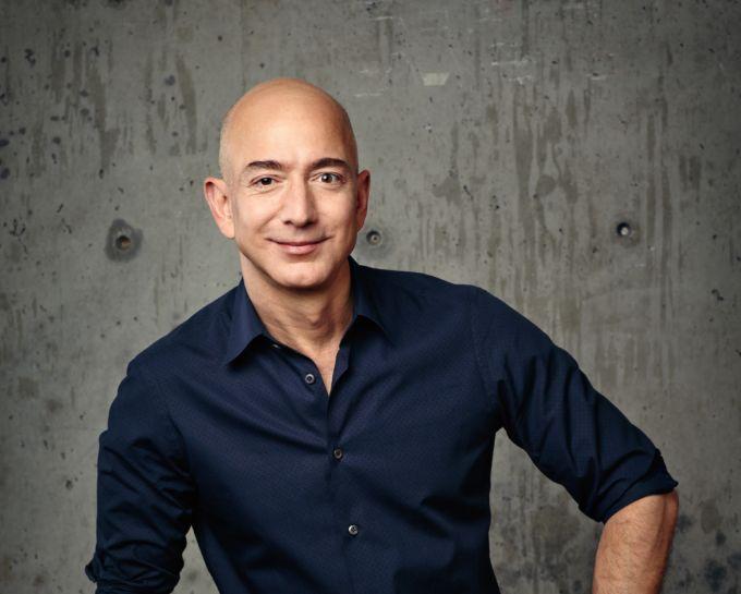 米アマゾン創業者のベゾスCEO