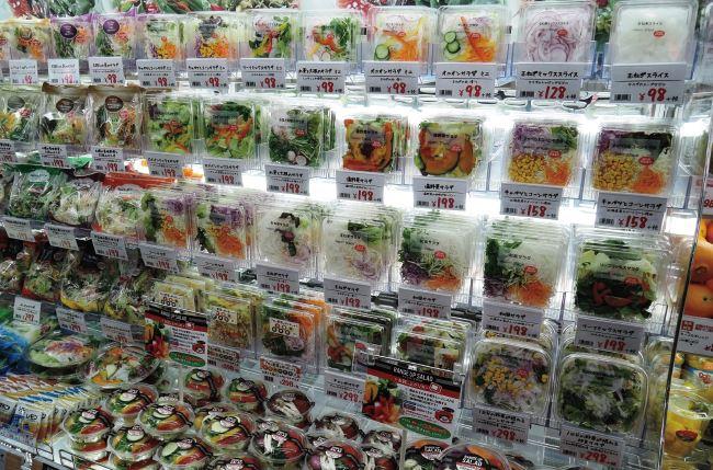 ピアゴプラス妙興寺店ではさまざまなタイプのサラダを展開