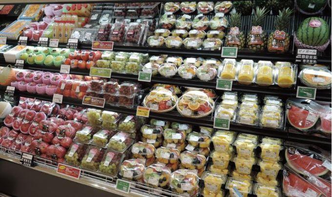 ヨークフーズ新宿富久店では即食性の高いカットフルーツを多様に展開