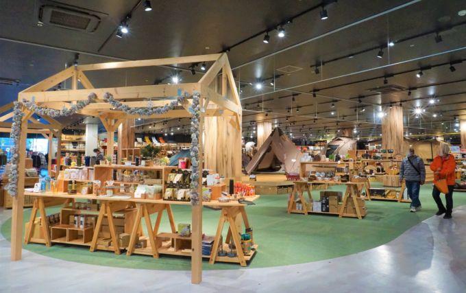 スポーツ用品大手のアルペン(愛知県/水野敦之社長)が開発し、凄まじい集客力をみせる「アルペンアウトドアーズ フラッグシップストア柏店」