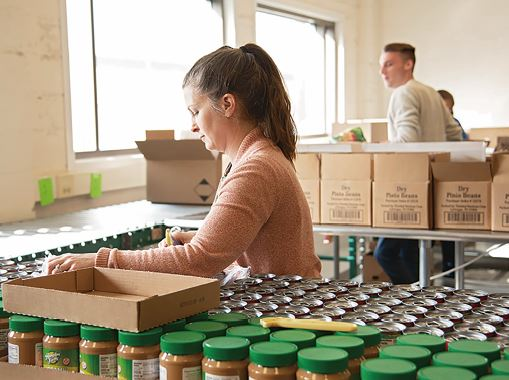 コロナ禍で生活困窮者への食料支援に取り組むウォルマート