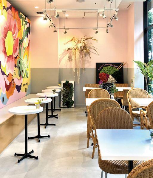 FLOWERS BAKE & ICE CREAMのカフェの客席