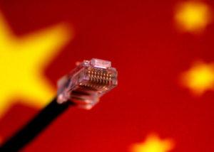 中国の国旗とケーブル