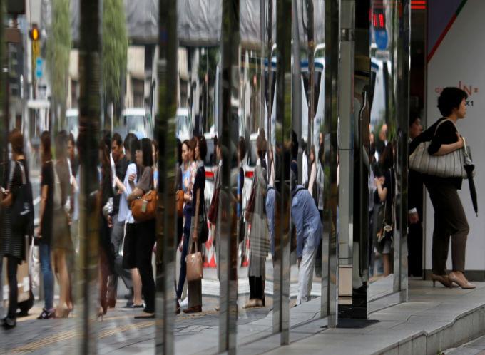 都内の街を歩く人々