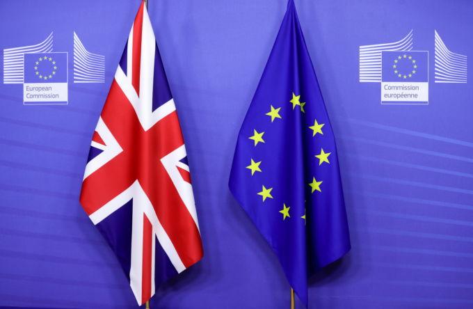 EUと英国の国旗