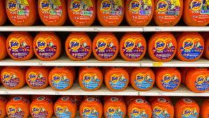 カリフォルニア州のマーケットに並べられたP&G商品