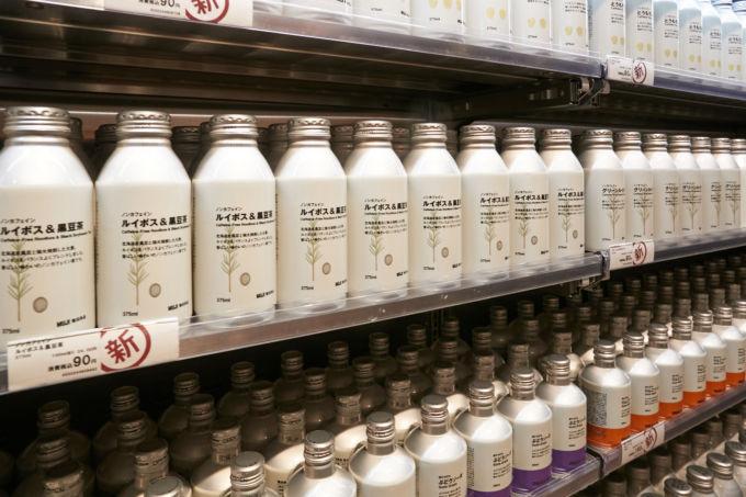 良品計画はすべての飲料の素材をペットボトルからアルミ缶に変更する