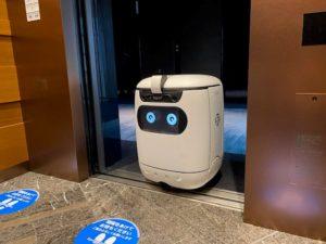 セブンイレブンが実証実験する自律走行型ロボット