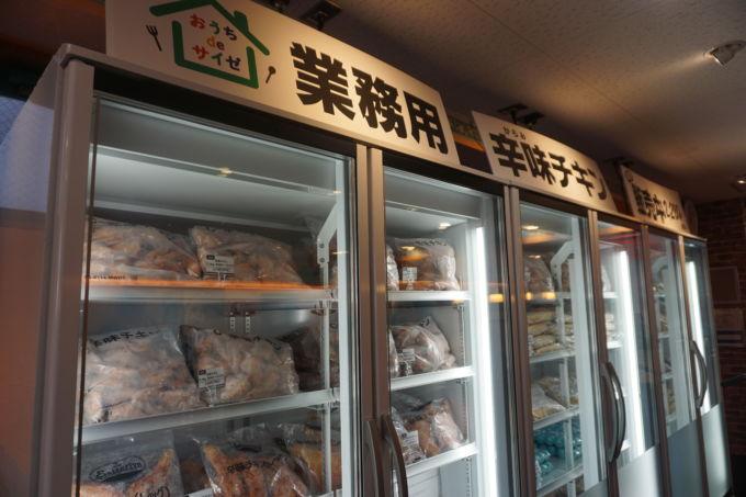 冷凍ケースでは、サイゼリヤの人気メニューを業務用食材として販売する