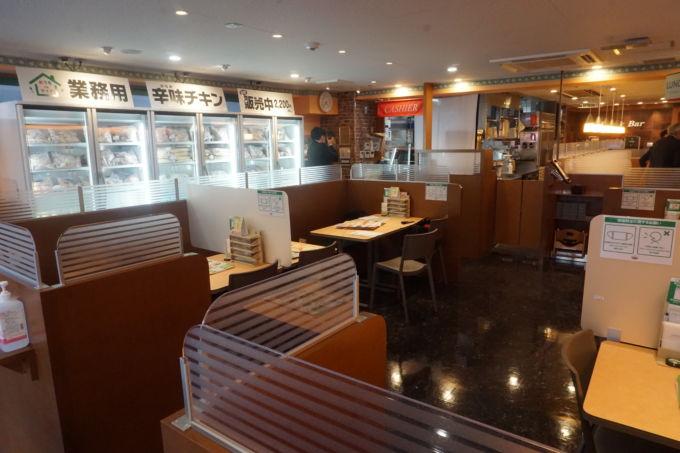 地下鉄赤塚店の店内。店舗面積は約120㎡と同社標準店の4割程度しかない。