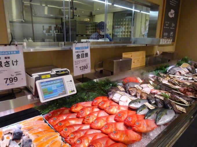 中島水産が運営する水産売場の対面コーナー