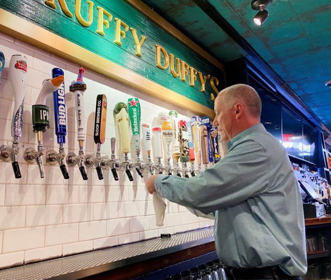 ニューヨーク市内のバーのオーナー、パット・ヒューズさん