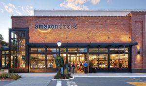 アマゾン初のリアル店舗としてオープンした書籍専門店「アマゾン・ブックス」