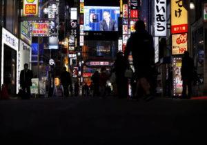 都内の夜の繁華街