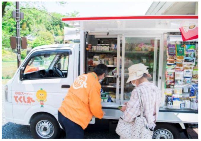 「イトーヨーカドー四つ木店」で運用を始めた移動スーパー「とくし丸」