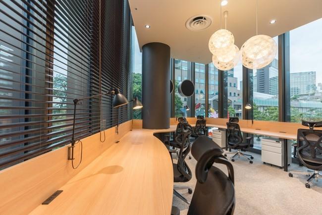 店内にシェアオフィスをオープンさせた「東京ガーデンテラス紀尾井町」にある「ファミマ!!」店内