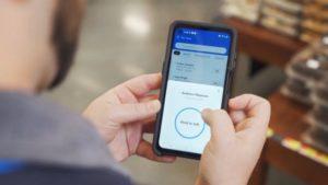米ウォルマートが従業員に無償貸与するサムスンのスマートフォン