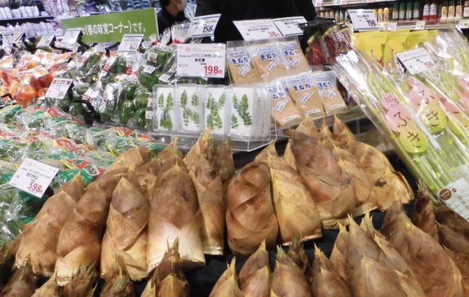 サミットストア鳩ケ谷駅前店の旬の野菜を展開するコーナー
