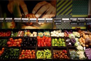 スペイン・マドリードのスーパーの青果売場