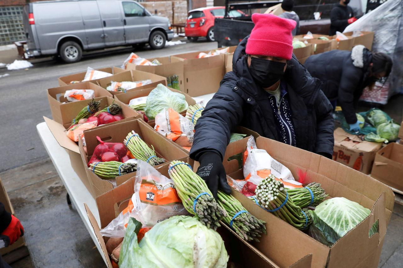 路上で売られている野菜