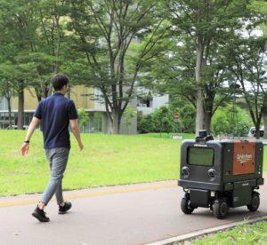 楽天グループと本田技研が実証実験を開始した自動配送ロボット